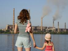 Air_pollution_mother_and_daugther