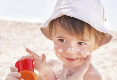 Kid_on_the_beach_with_sunscreen_on_his_face